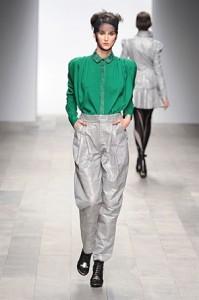 Londra Moda Haftasında Gri Yeşil Şık Kombinler 2011 kış modası bora aksu defilesi