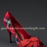 J.Lo kırmızı topuklu ekoseli ayakkabı