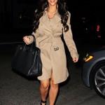 Kim Kardashian stili tarzı kıyafetleri trençkot modelleri 2011
