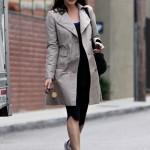 Liv Tyler stili tarzı kıyafetleri trençkot modelleri 2011